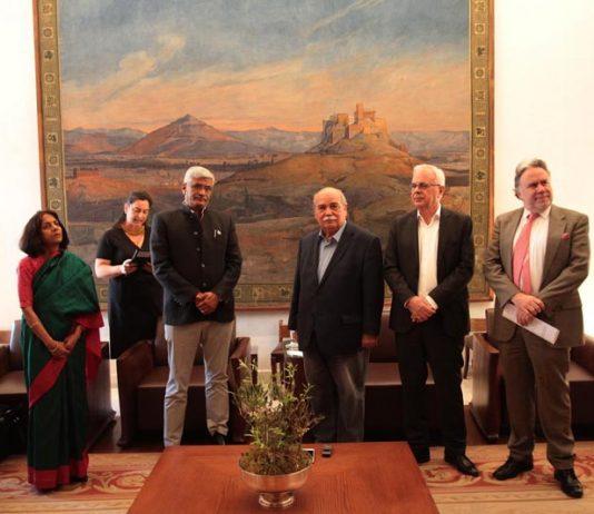 """Εντυπωσιασμένος ο Ινδός υπουργός Γεωργίας με την χώρα μας: «Η Ελλάδα είναι η """"Μέκκα του τουρισμού""""»"""