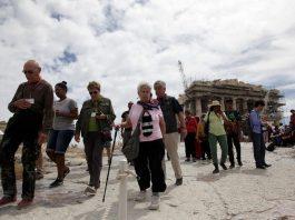 ΙΝΣΕΤΕ: 2 δισ. ευρώ επένδυσαν τουρίστες άνω των 65 ετών στην Ελλάδα