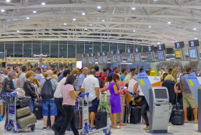 Ανησυχία ΣΤΕΚ για τον συνωστισμό στα αεροδρόμια της Κύπρου