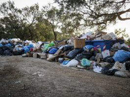 Δύσκολη η φετινή τουριστική περίοδος για τα νησιά εξαιτίας των σκουπιδιών