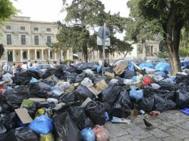Τουρίστες διέκοψαν τις διακοπές τους στην Κέρκυρα λόγω σκουπιδιών