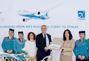 Το αεροδρόμιο της Αθήνας καλωσορίζει την Oman Air με ένα ... αθηναϊκό δώρο.